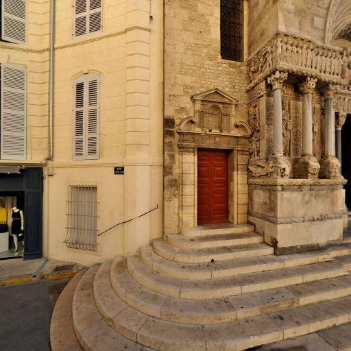 Vestiges enceinte romaine - Attraction touristique - Arles
