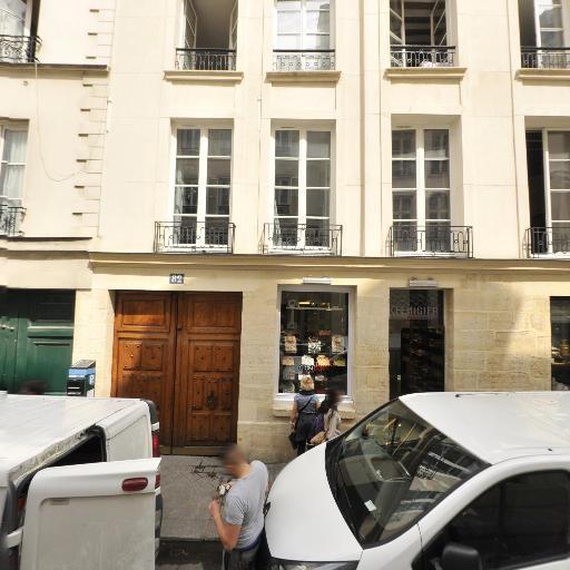 Voyages - Achat et vente d'antiquités - Paris