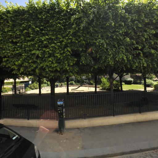 Jardin Roger Priou Valjean - Terrain de pétanque - Paris